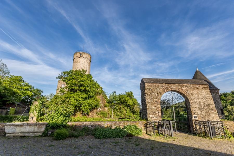 Hochzeitsfotografie-Burg-Pyrmont-heiraten-Cochem-Zell